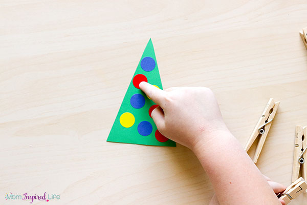 Teaching kids to count and recognize numbers with a hands-on Christmas math activity.