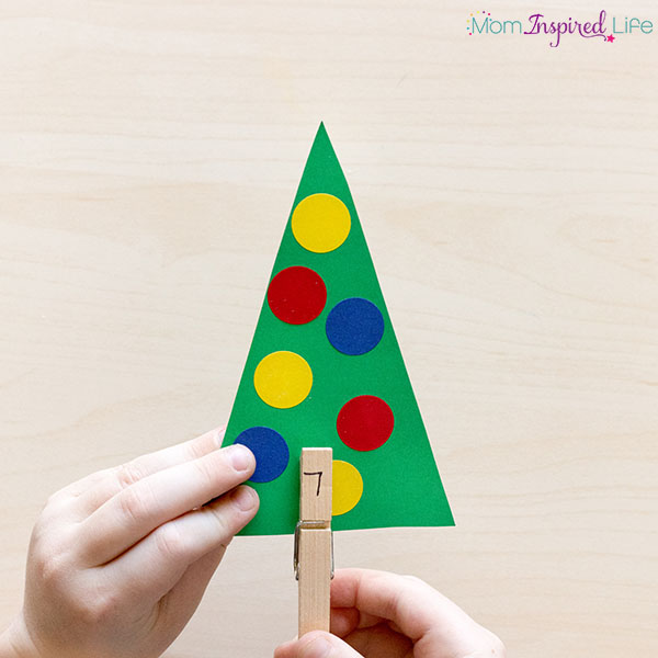 Christmas math center idea for kindergarten and preschool. A fun Christmas number sense activity!