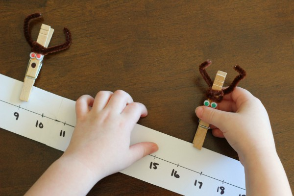Christmas math activity for preschoolers.