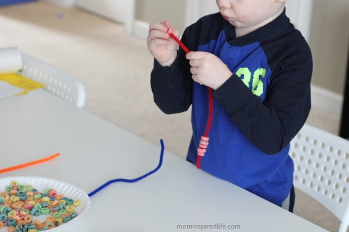 Thread a Froot Loop Rainbow. Fine motor activity for kids!