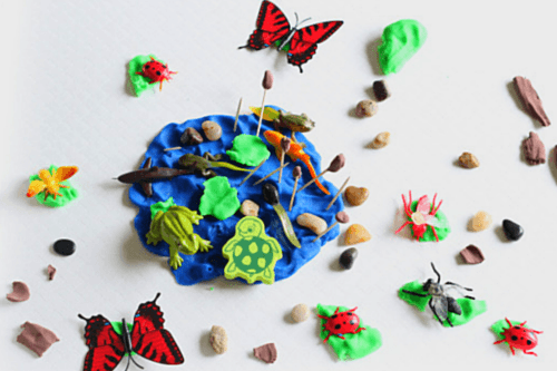 Pond life play dough scene that preschoolers can make