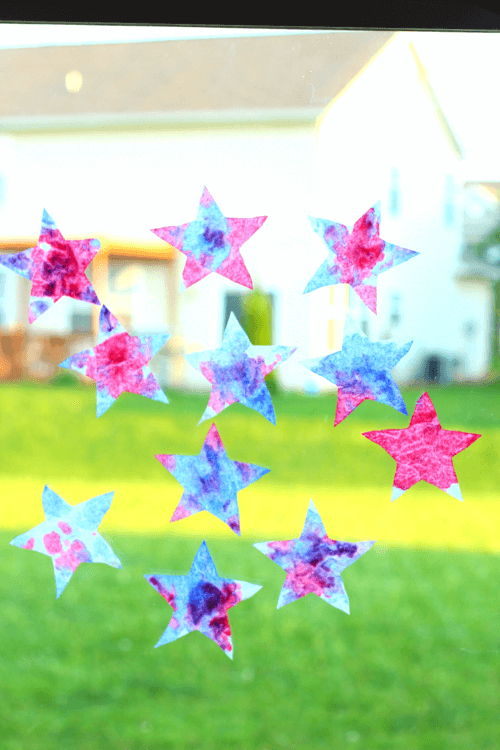 Patriotic Suncatcher Stars craft for preschoolers. Science, art and fine motor activity!