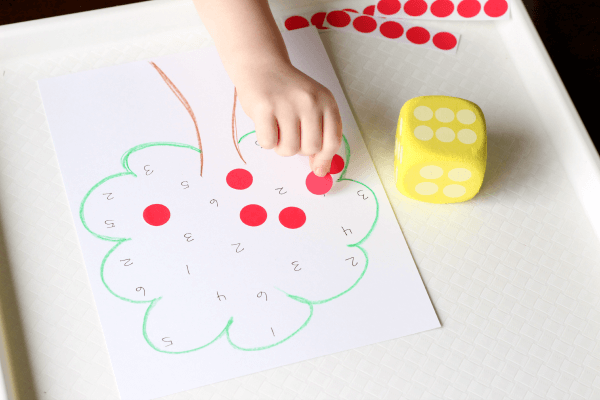 Apple theme game that teaches number recognition, subitizing and counting.