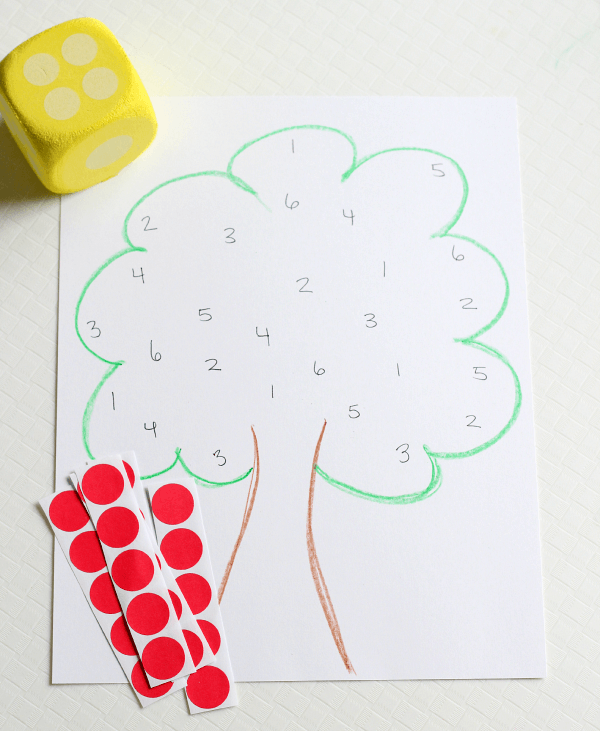 Apple theme math game that is perfect for early learners!