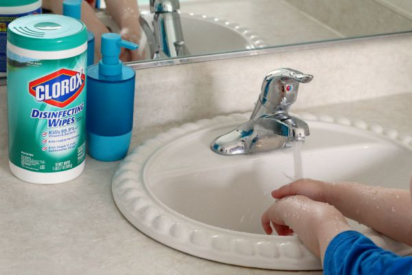 Teaching preschoolers to wash their hands to stay healthy.