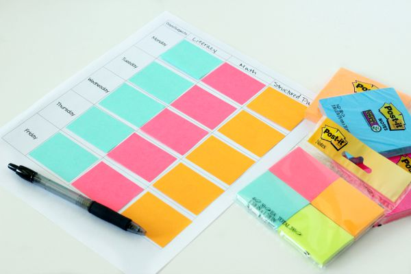 Post-it notes planner printable for preschool lesson plans.