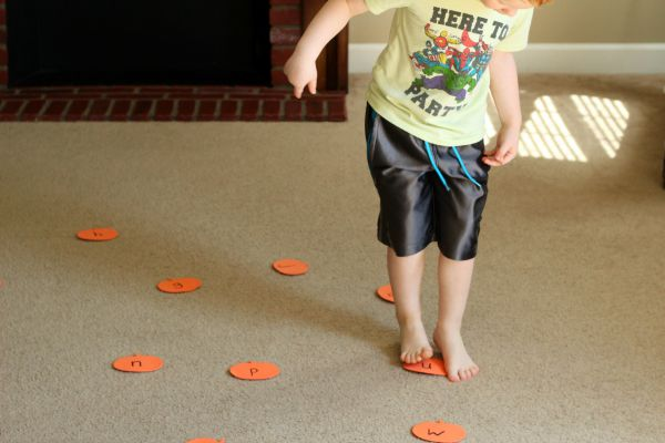 Pumpkin patch game for learning letters and letter sounds.