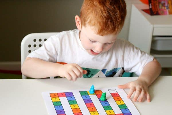 Learning colors with a dice game