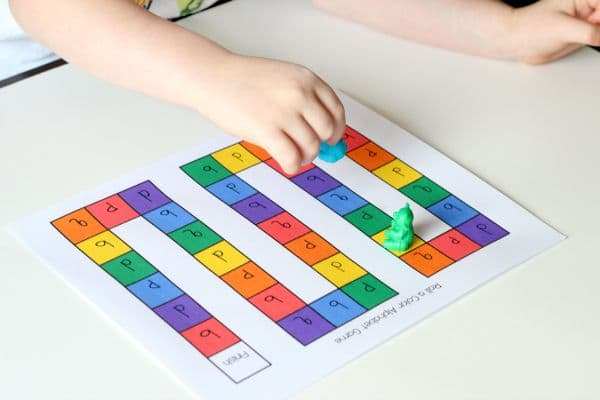 Learn colors with this fun alphabet game for preschoolers!