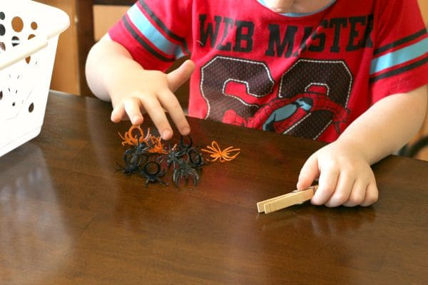 Counting spiders game for preschool