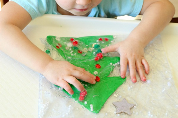 A Christmas sensory activity for toddlers.