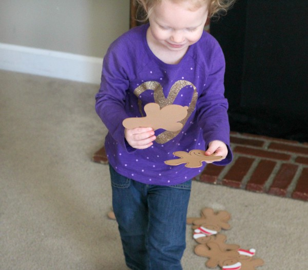 Gingerbread man Christmas game for toddlers and preschoolers.