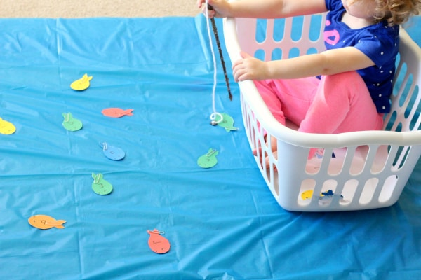 Learning colors, shapes and more with a fun pretend play activity