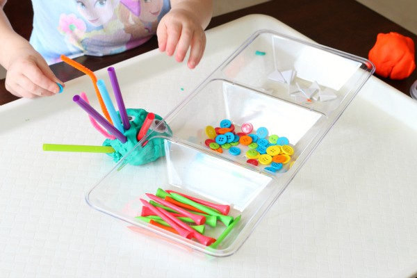 Monster counting game for toddlers. Great fine motor practice too!