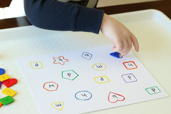 Shapes activity for toddlers and preschoolers.