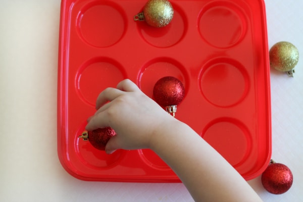 Christmas party game for all ages! Using Christmas ornaments to play tic tac toe.