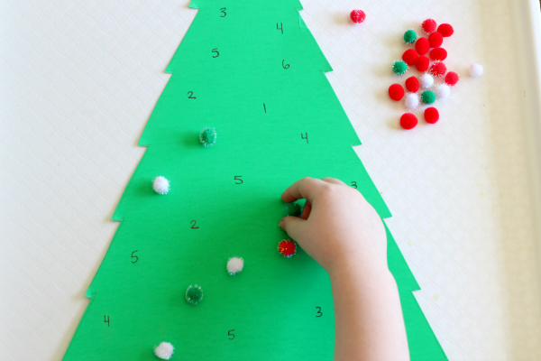 Learning numbers with a Christmas tree activity