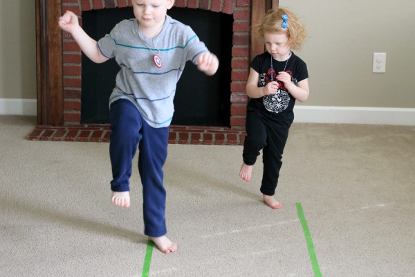Move and learn gross motor game for preschoolers.