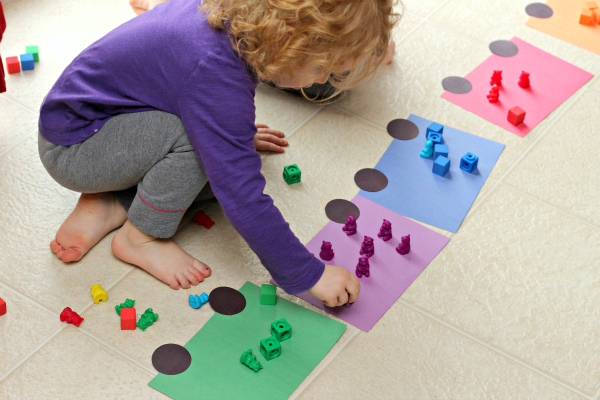 Learning colors with a train activity for kids. Using math manipulatives to count and learn colors.