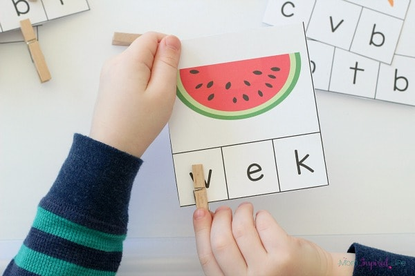 Teaching kids healthy eating habits with an alphabet activity.