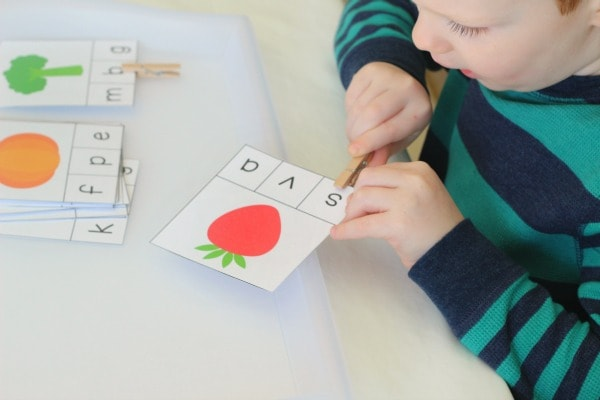 Develop fine motor skills while learning to identify beginning sounds. Teaching kids to read is fun!
