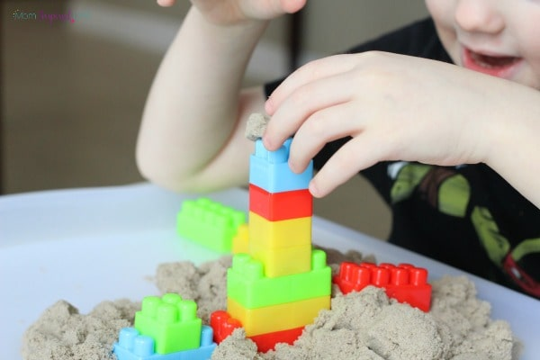 Are you trying to figure out what to do with kinetic sand? Check out this fun kinetic sand and blocks activity.