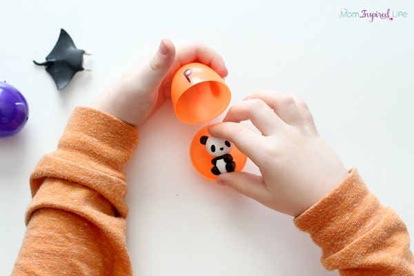 Easter beginning sounds activity. A fun hands-on fine motor activity.