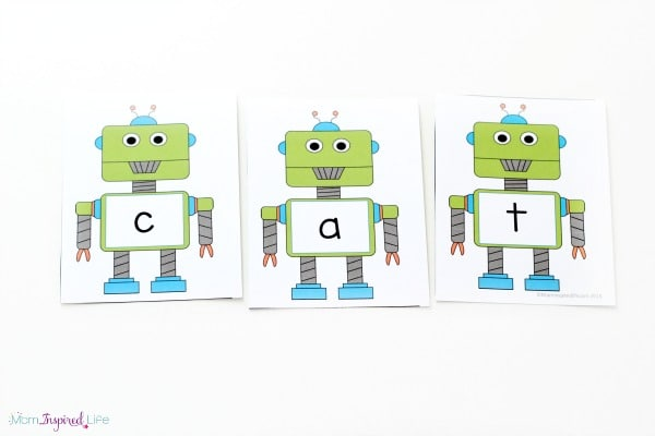 Robot CVC word family activity. A fun, hands-on literacy activity for young kids.