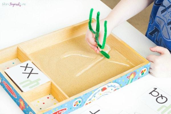 Desert activity for preschoolers to practice pre-writing skills.