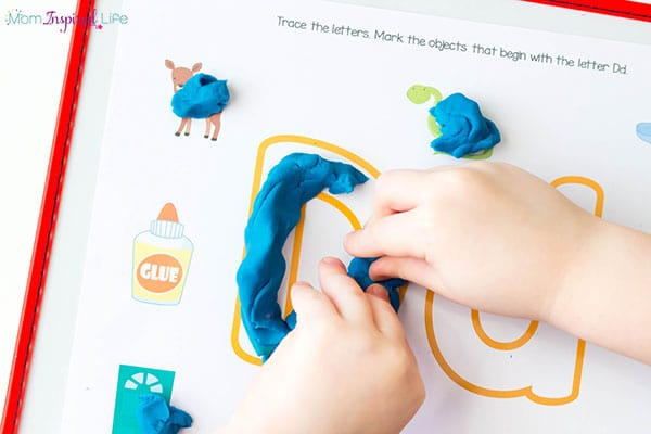 Find and mark all of the objects that start with the letter on the mat.