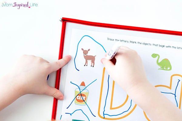 Beginning sounds alphabet mats a great literacy center activity for preschoolers and kindergarten students.