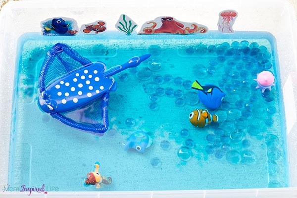A fun Finding Dory activity for kids! Cool off with this neat water sensory bin!