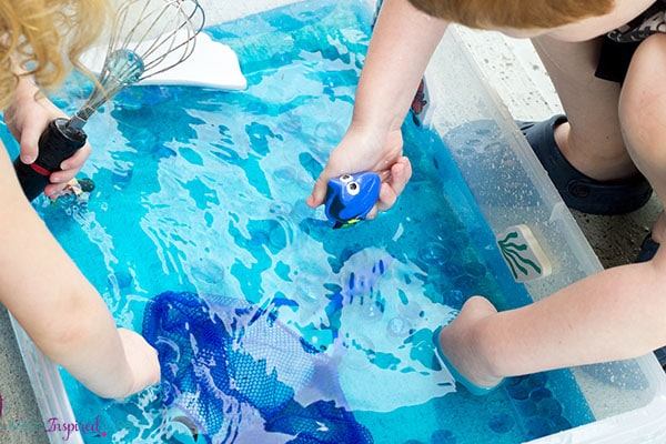 Celebrate the release of Finding Dory with this super cool ocean sensory bin!