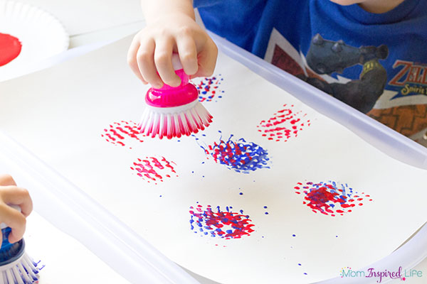 An easy fireworks painting activity that's super fun and perfect for the Fourth of July!