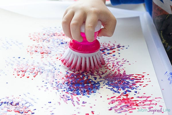 Fireworks painting craft for toddlers. A fun art activity for summer!