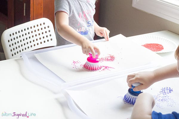 A super simple 4th of July craft that kids of all ages will get excited about!