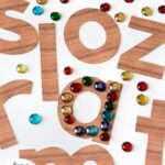 Tracing Letters with Loose Parts