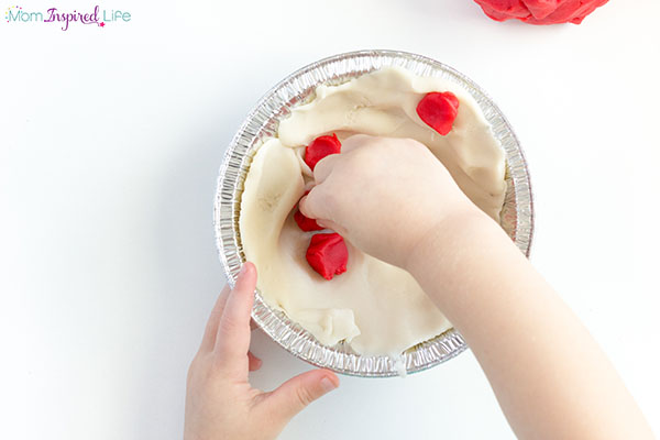Your kids will love making apple pie with this fall play dough invitation.