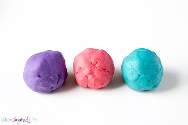Super easy play dough recipe that smells amazing and is so soft!