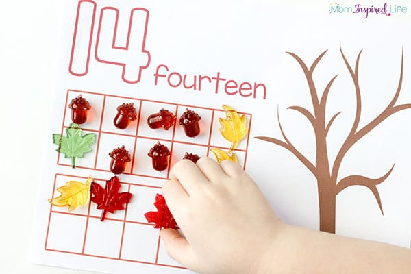 Fall leaves math activity. Great for a math center!