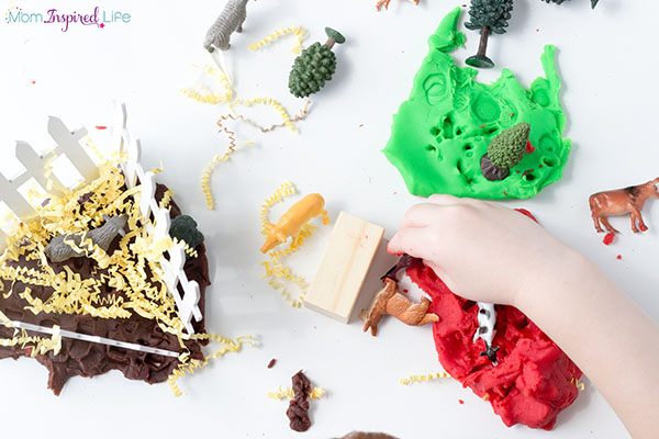 Farm sensory activity for young kids.