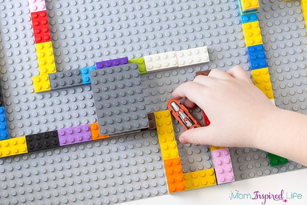 LEGO maze for hexbugs to race through. A super fun LEGO activity!