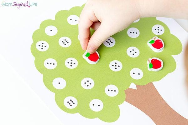 Apple tree math game. A fun fall preschool math activity!