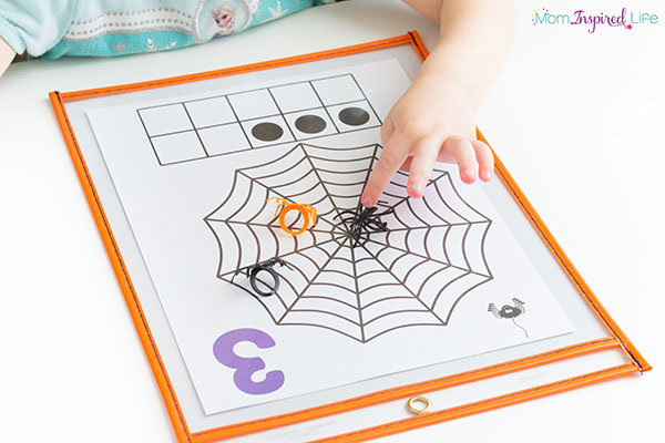 A spider counting activity that preschoolers will really enjoy!