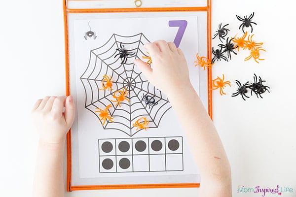 A fun spider math activity for preschool and kindergarten.