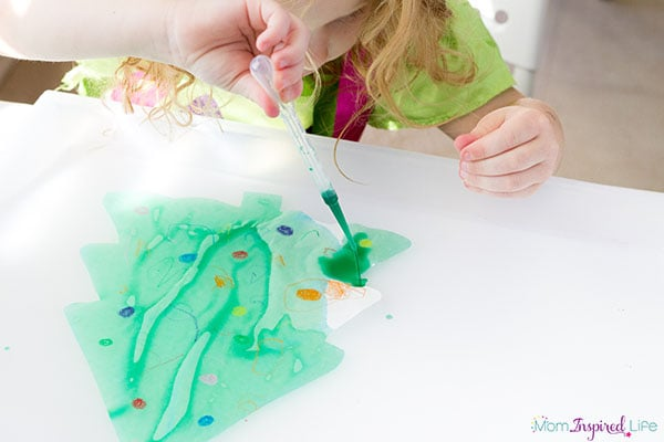 Christmas tree suncatcher craft for preschoolers.