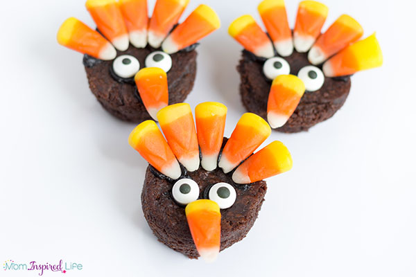 Turkey brownie treats for kids. A fun Thanksgiving snack!