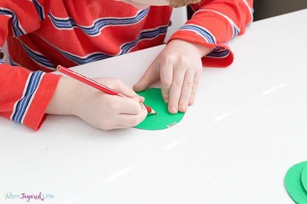 Kindergarten Christmas craft idea.