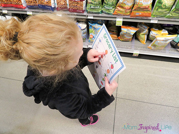 Keep the kids happy in the grocery store with this fun scavenger hunt!