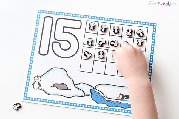 Winter math activity for preschoolers and kindergarten students.